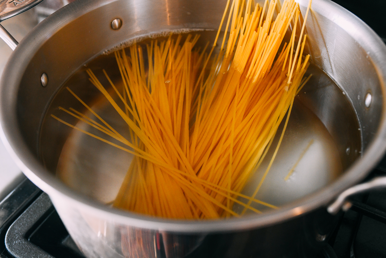 Adding spaghetti to boiling water