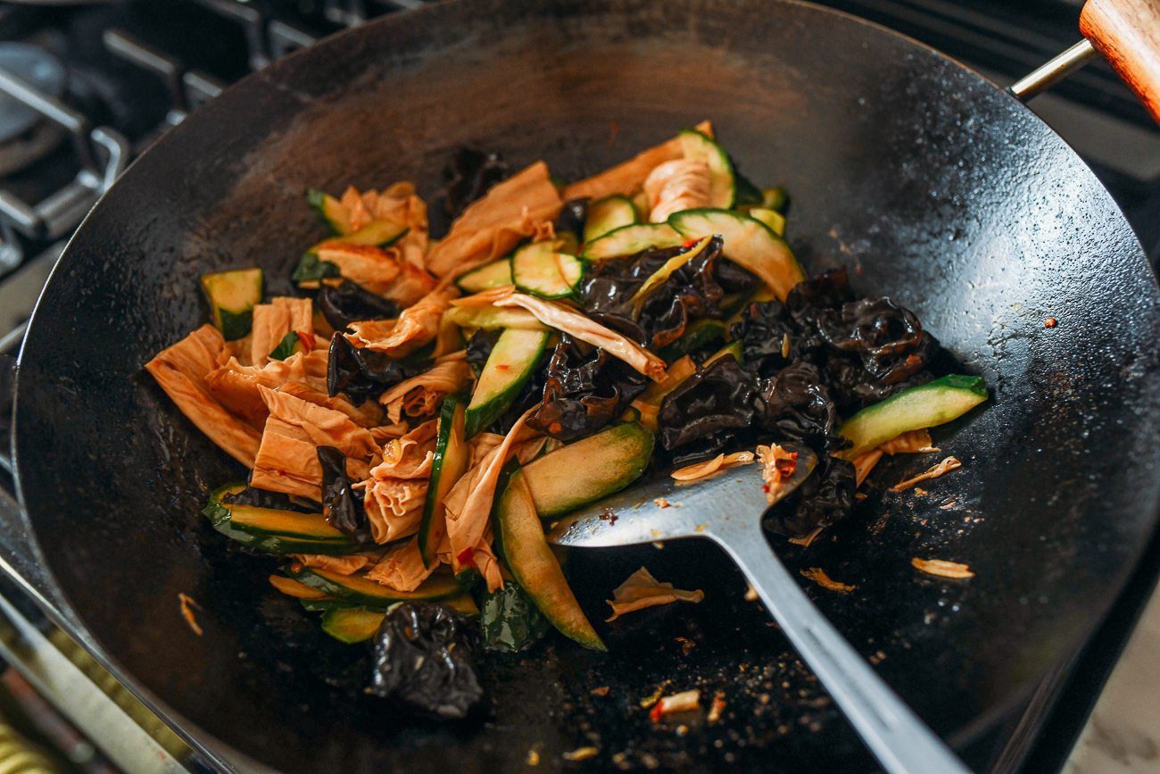 Stir-frying cucumbers with wood ears and yuba