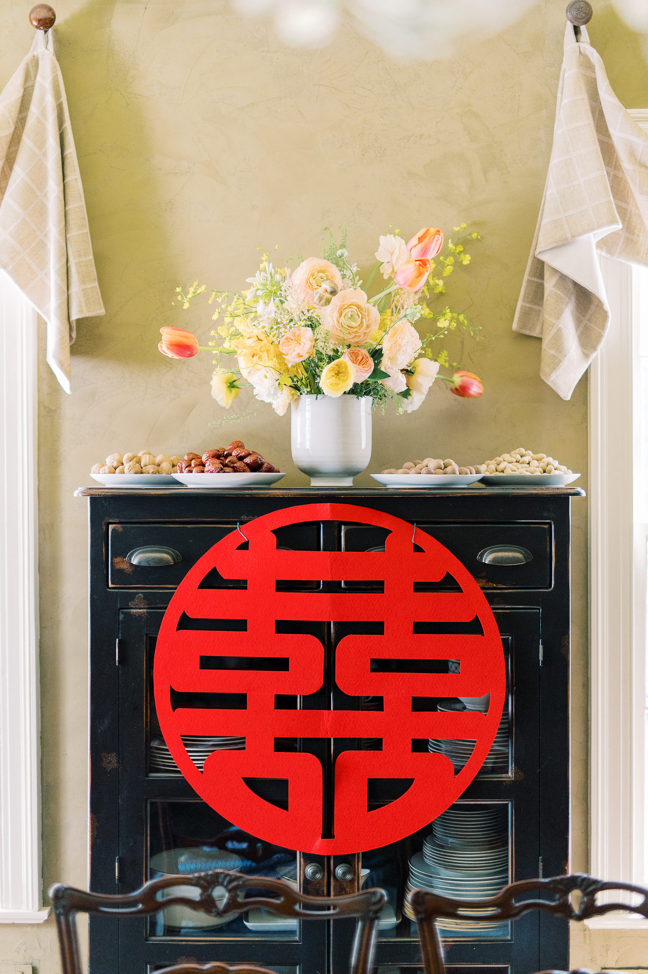 Tea Ceremony decoration with flowers and double happiness