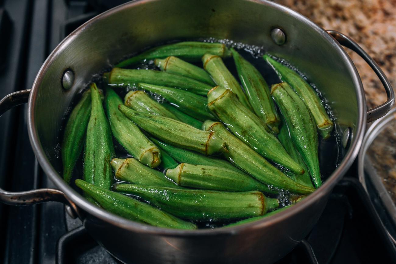 Boiling okra in water